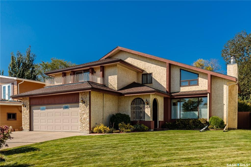 335 Whiteswan Drive, 3 bed, 4 bath, at $599,900