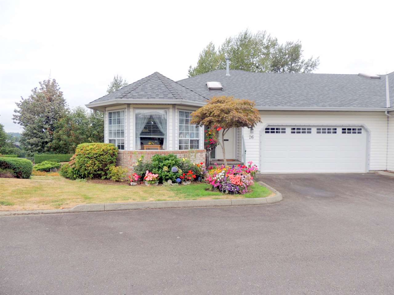 26 3293 FIRHILL DRIVE, 3 bed, 3 bath, at $589,900