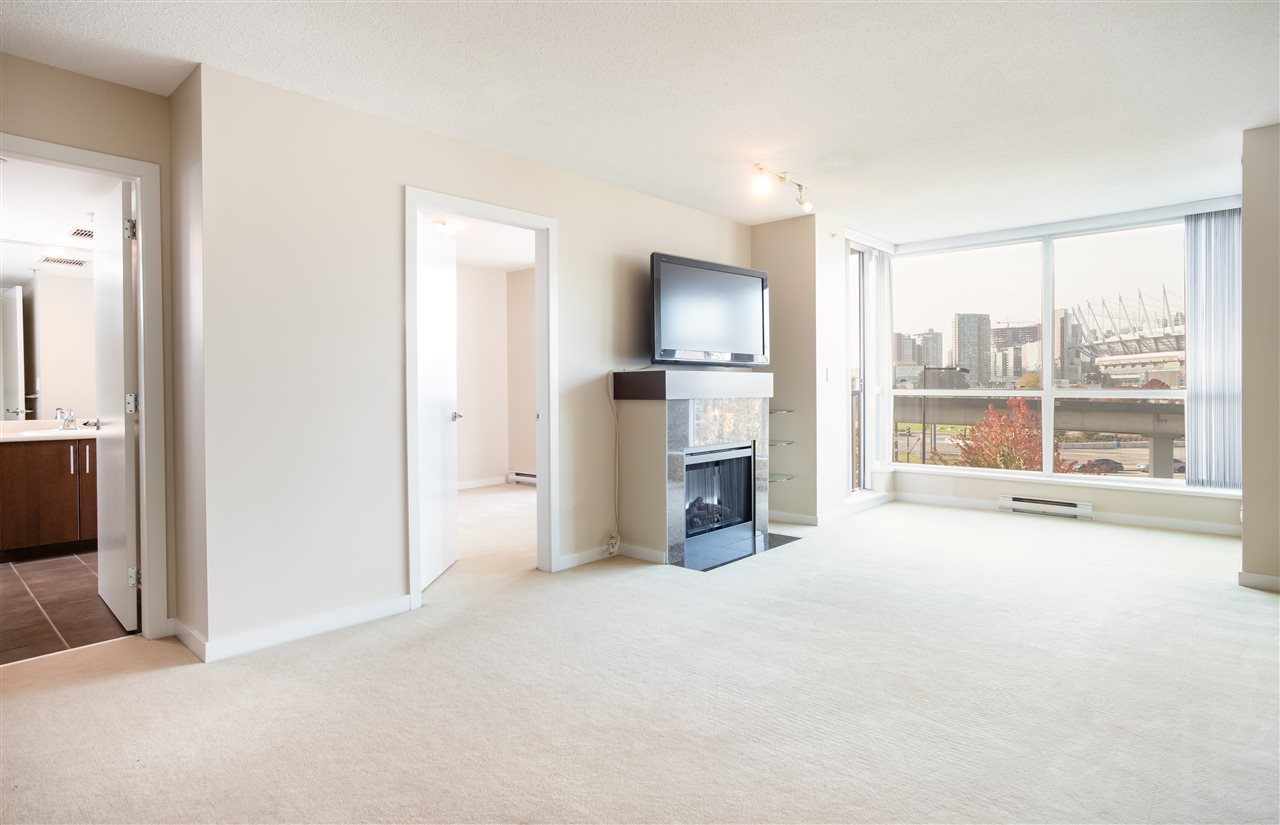313 125 MILROSS AVENUE, 1 bed, 1 bath, at $699,000