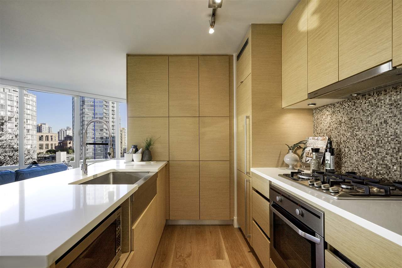 1007 565 SMITHE STREET, 2 bed, 2 bath, at $899,000