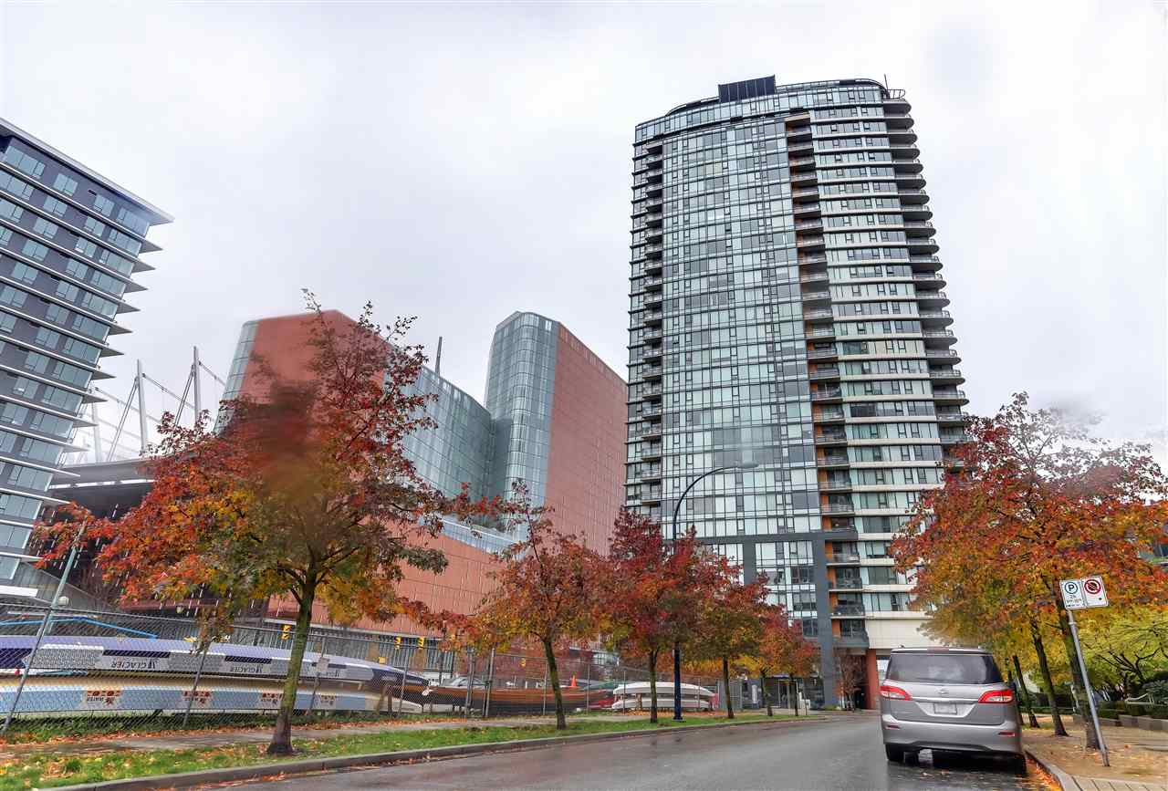 907 33 SMITHE STREET, 1 bed, 1 bath, at $648,800