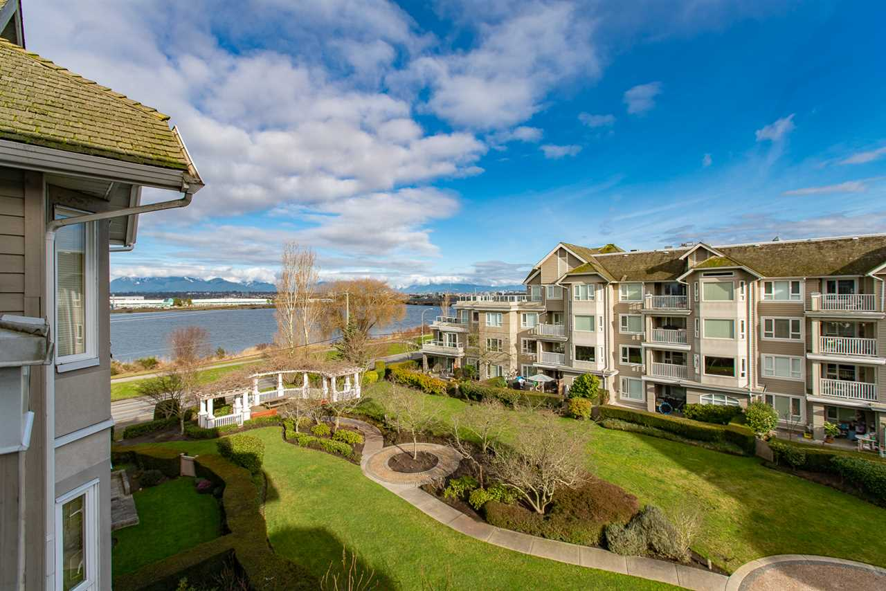 440 5888 DOVER CRESCENT, 1 bed, 1 bath, at $424,800