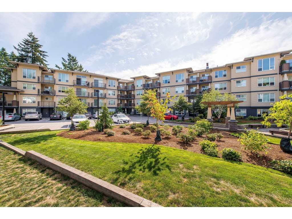 311 2565 CAMPBELL AVENUE, 1 bed, 1 bath, at $285,000