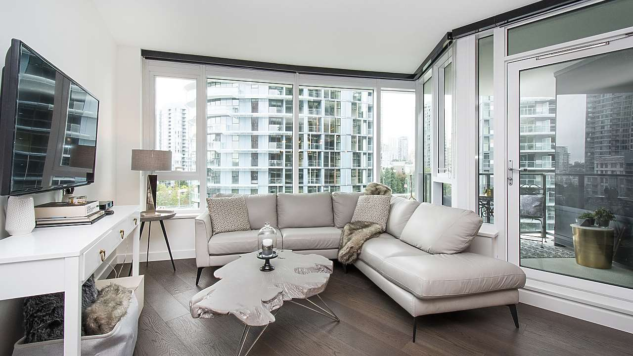810 68 SMITHE STREET, 2 bed, 2 bath, at $998,000