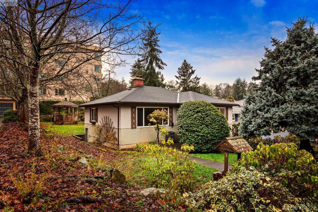 1083 Lodge Ave, 3 bed, 2 bath, at $587,500