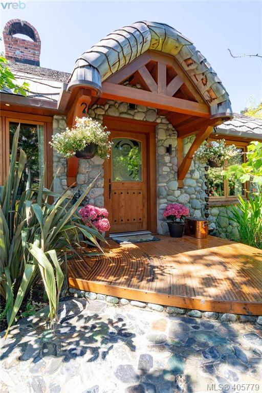 752 Monterey Ave, 2 bed, 4 bath, at $2,799,000