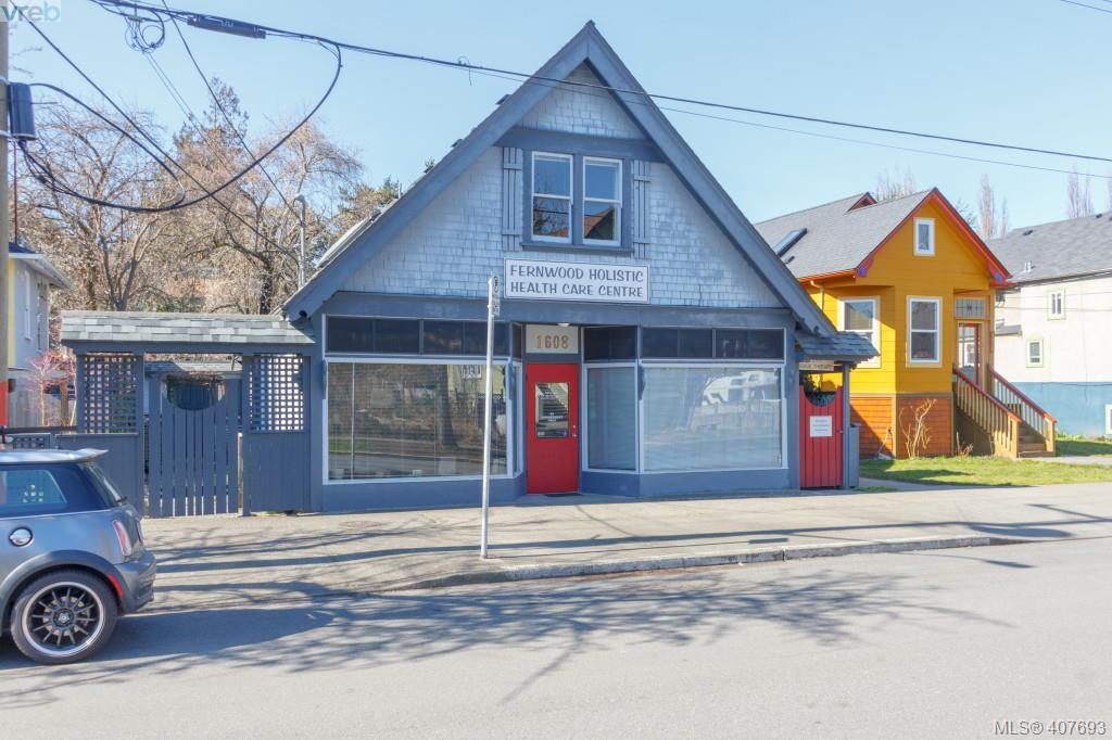 1608 Camosun St, at $795,000