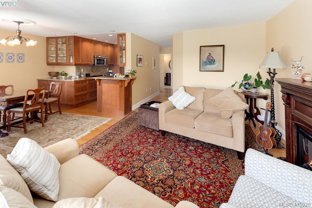 106 103 Gorge Rd, 2 bed, 2 bath, at $549,900