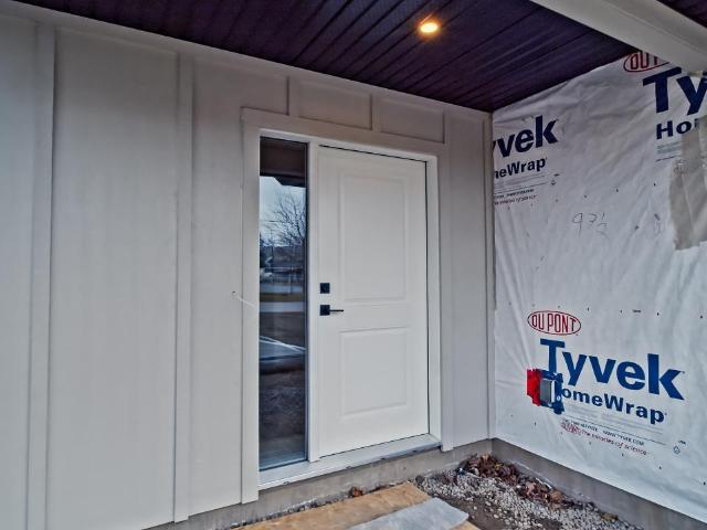 Basement Entry Half Duplex for Sale, MLS® # 155800