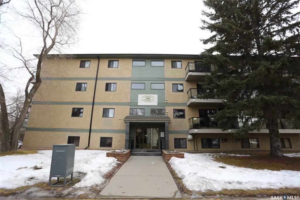 Real Estate Listing MLS SK764046