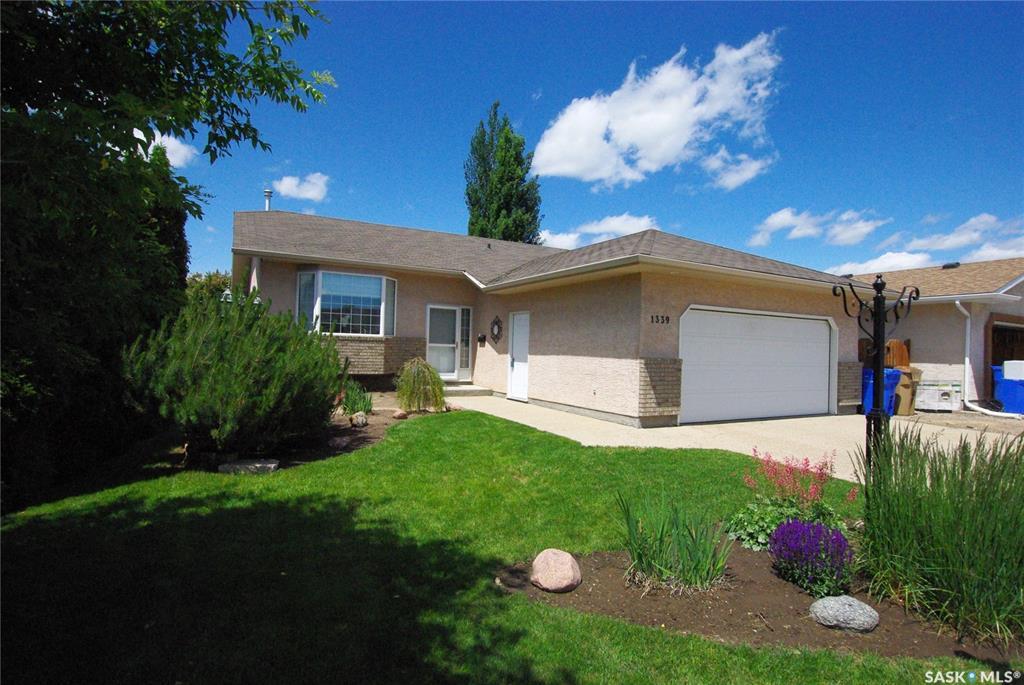 Real Estate Listing MLS SK773898
