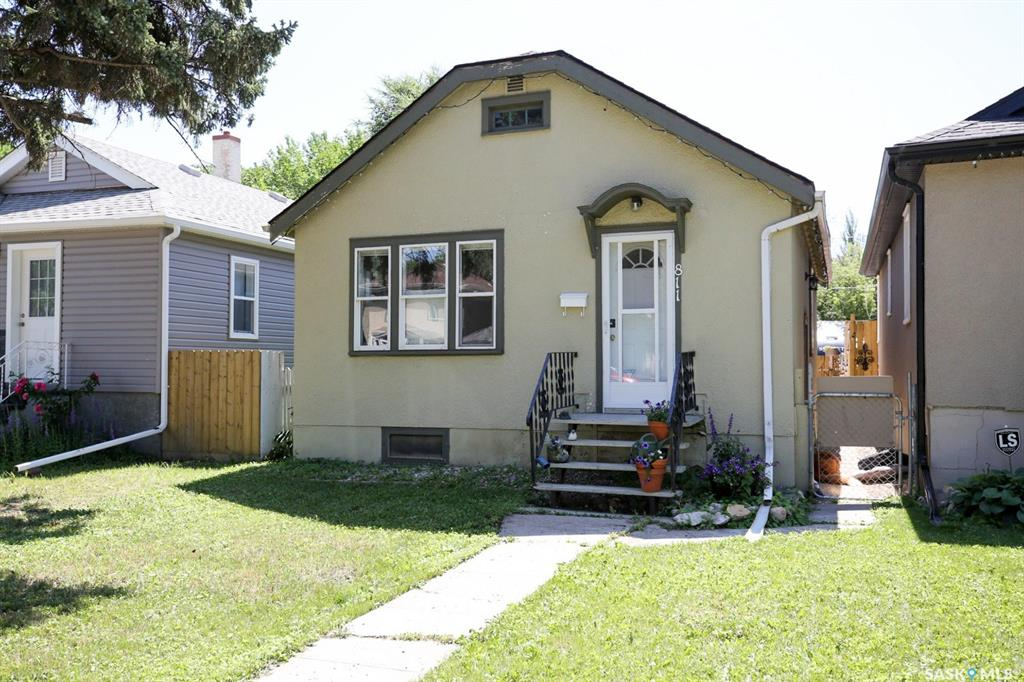 Real Estate Listing MLS SK781257