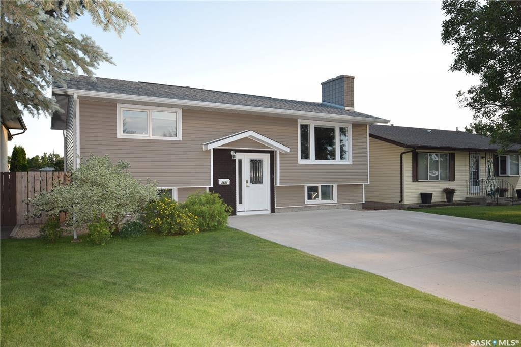 Real Estate Listing MLS SK786488