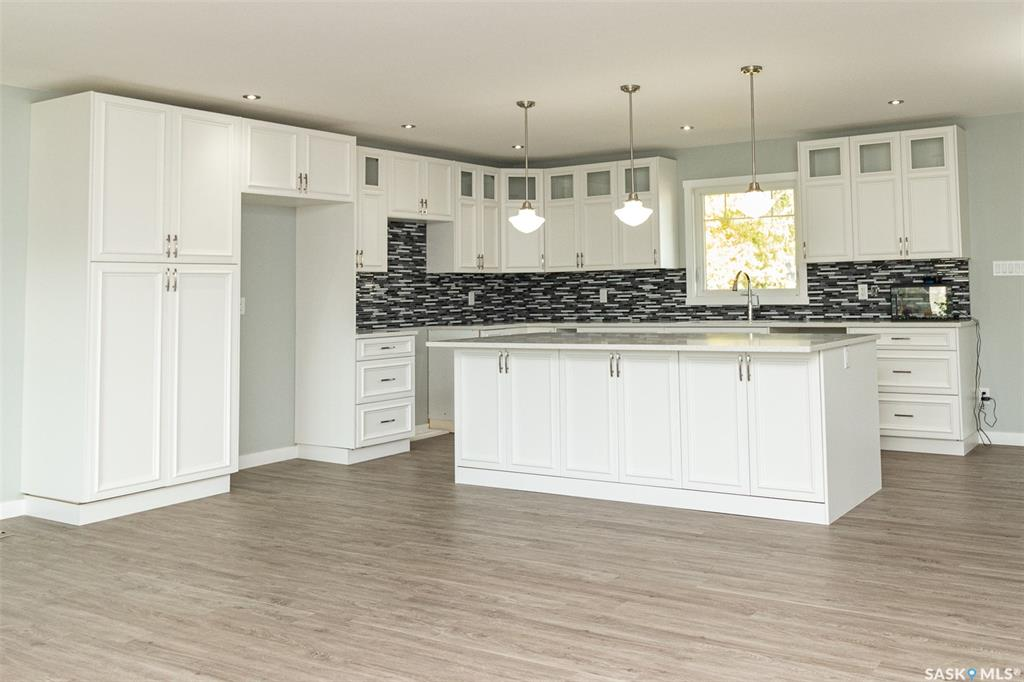 Real Estate Listing MLS SK786909