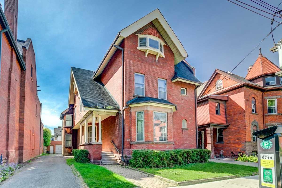 Real Estate Listing MLS C4576637