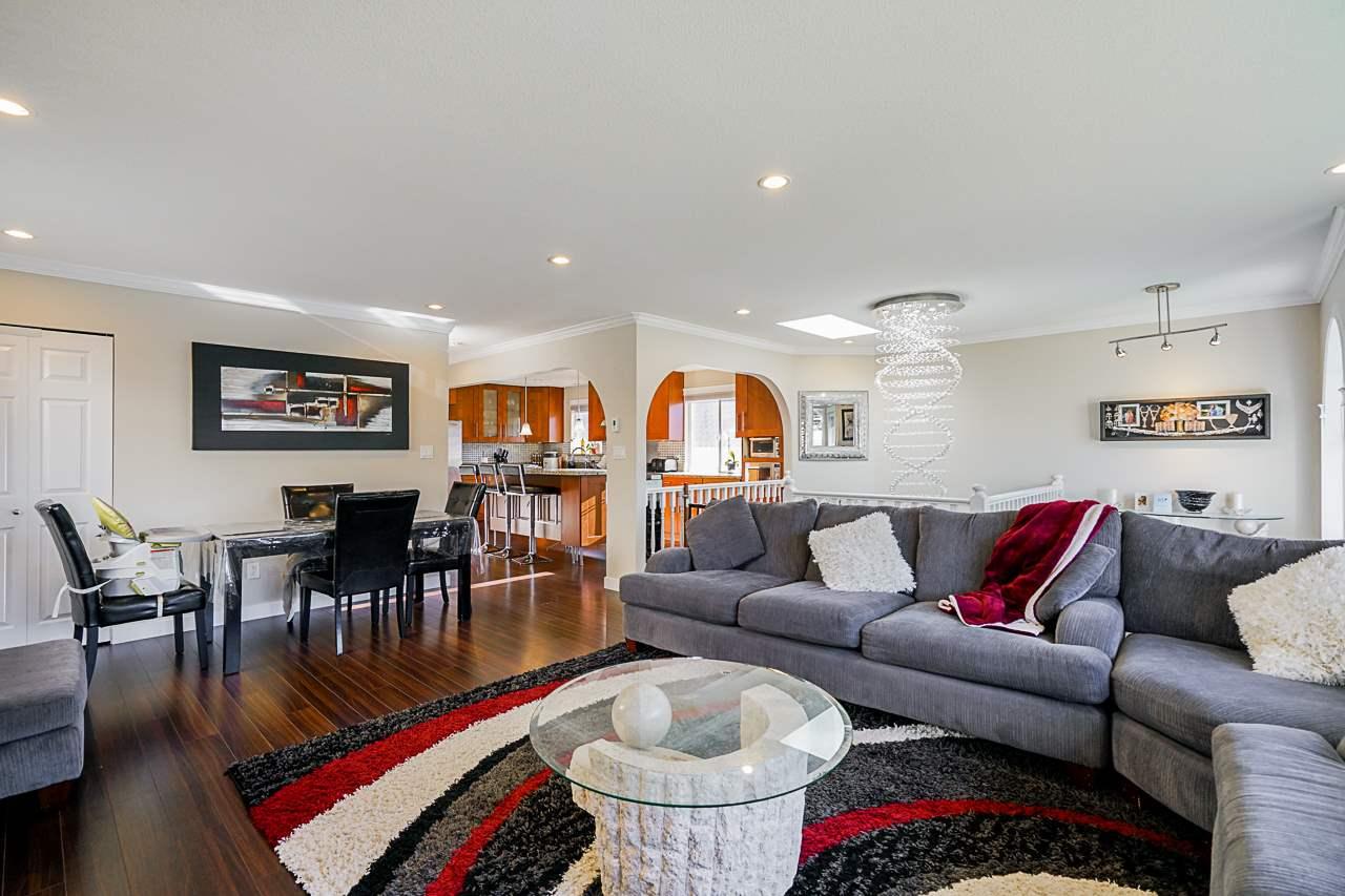 Real Estate Listing MLS R2404904