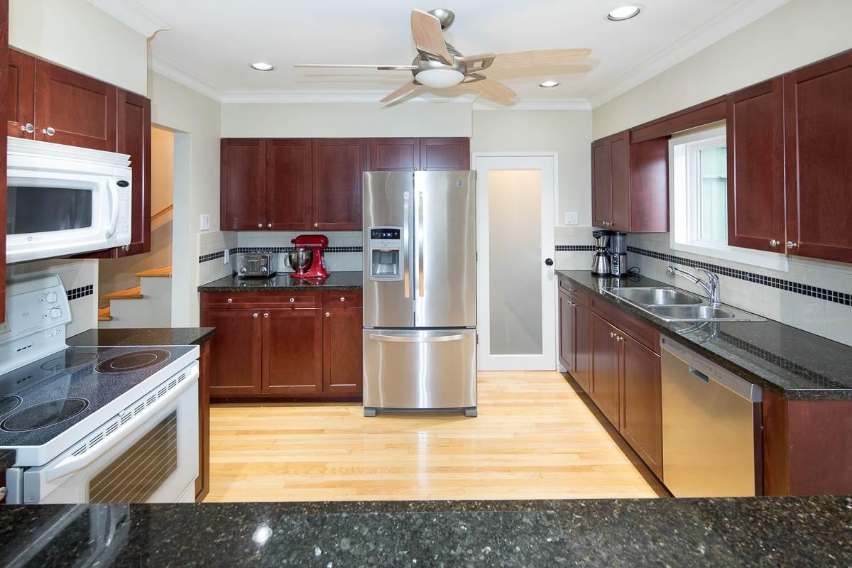 Real Estate Listing MLS R2405874