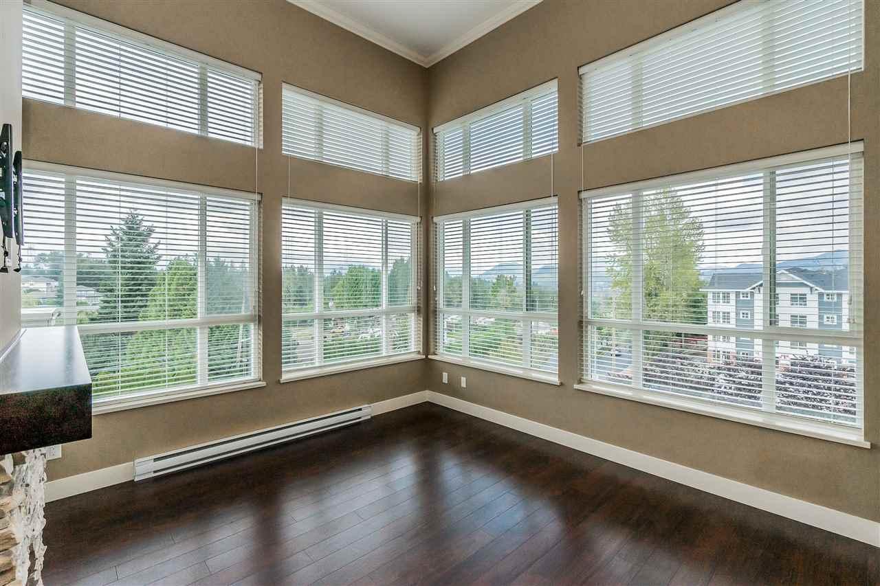 Real Estate Listing MLS R2406902